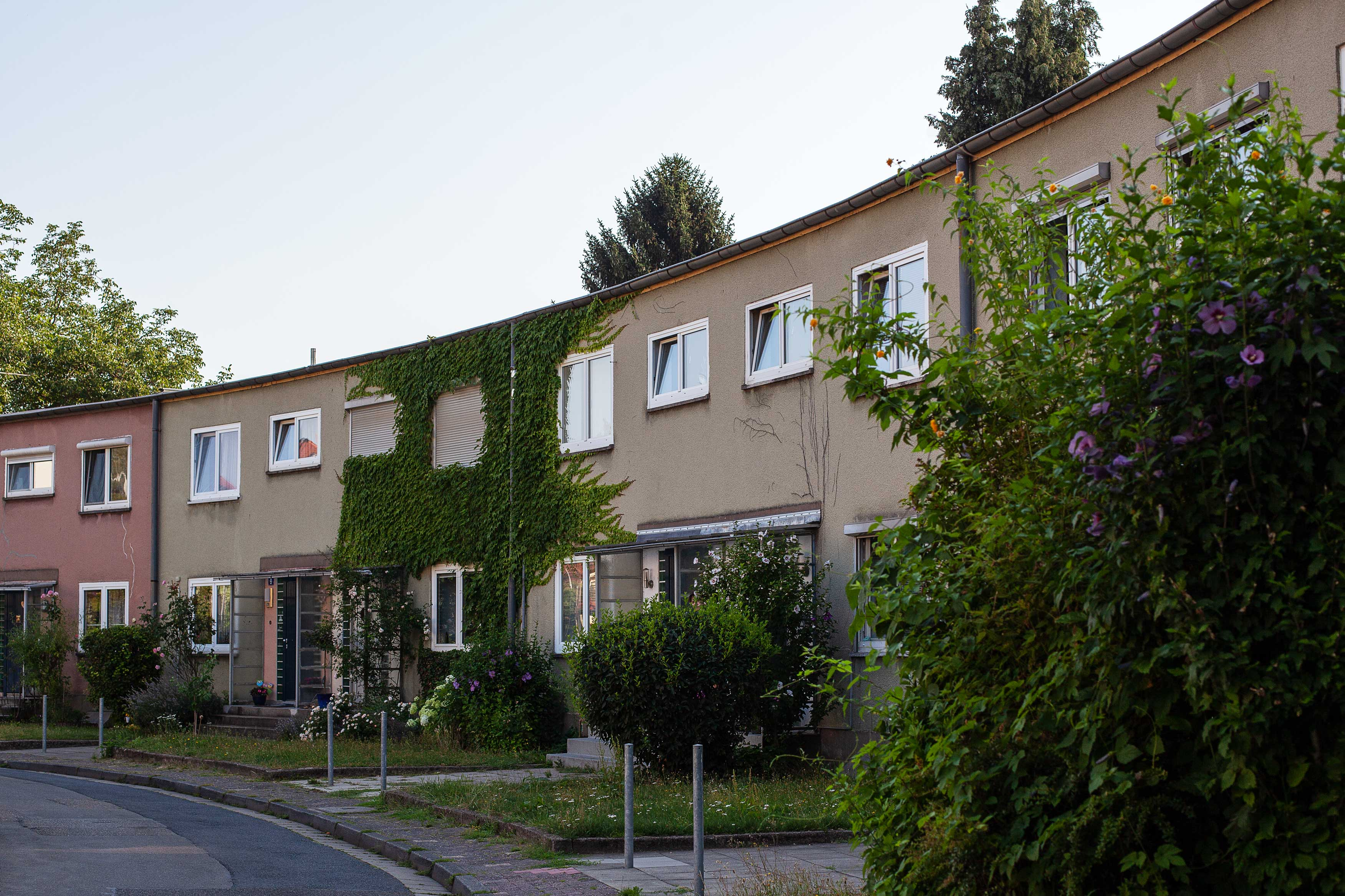 Reihenhäuser mit Vorgärten in Frankfurt-Heddernheim