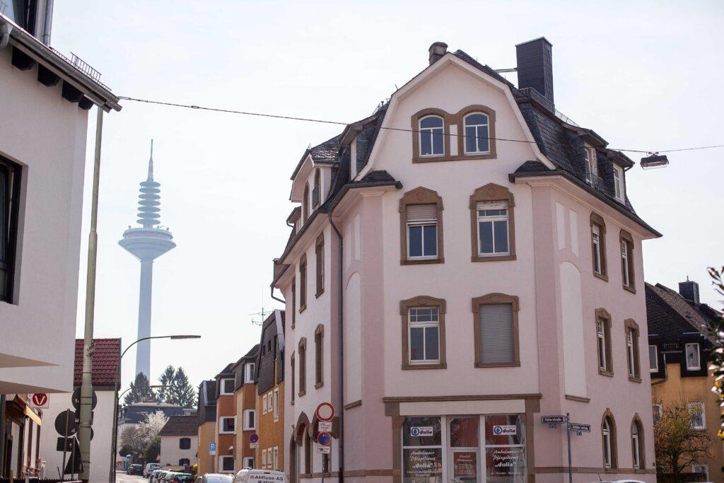 Blick auf Ginnheimer Spargel, Straßenecke in Ginnheim