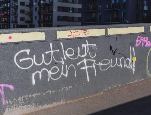 Schriftzug Gutleut mein Freund auf einer Brücke